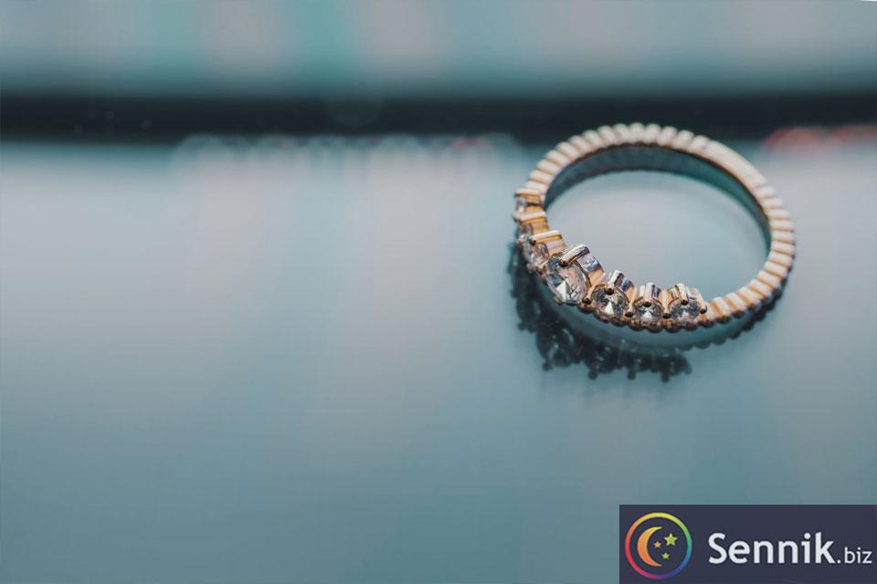 sennik pierścionek